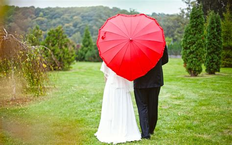 couple wallpaper with umbrella new wedding couple love behind umbrella new hd