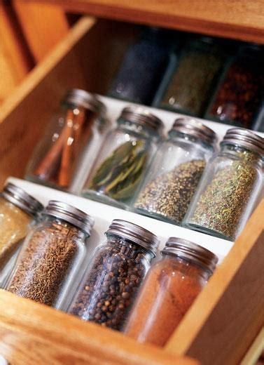 Rak Dapur Serbaguna Pisau Sendok Garpu Praktis Beda Ruang Beda Lacinya