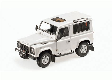 Kyosho 1 18 Scale Diecast 08901fw Land Rover Defender 90 Fuji White kyosho 1 18 land rover defender diecast model car 08901fw