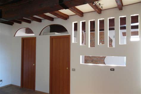 parete cartongesso con porta scorrevole parete in cartongesso porta scorrevole porte a scomparsa