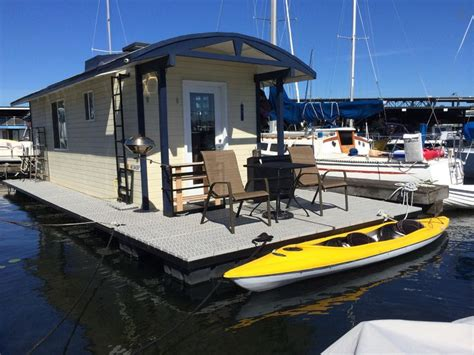 Airbnb Seattle Houseboat | check out this awesome listing on airbnb modern houseboat