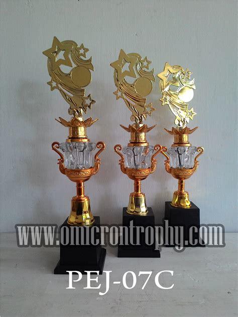 Trophy Piala Figur Bintang Delapan Tatakan Bulat jual piala murah bekasi omicron trophy