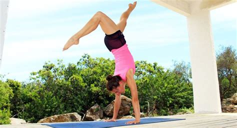 tutorial sobre yoga las 25 mejores ideas sobre parada de manos en pinterest