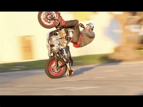Motorrad Stunt Show 2015 Hamburg by Harley Davidson Stunt Rider Dan Laird Stunting A 1200 N