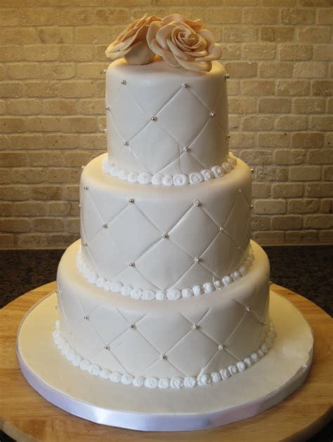 Quilted Wedding Cake Pictures 20 unique wedding cakes with whimsical patterns and textures weddingbells