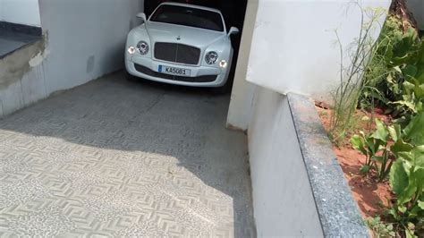 bentley bangalore bentley mulsanne got struck while parking bangalore