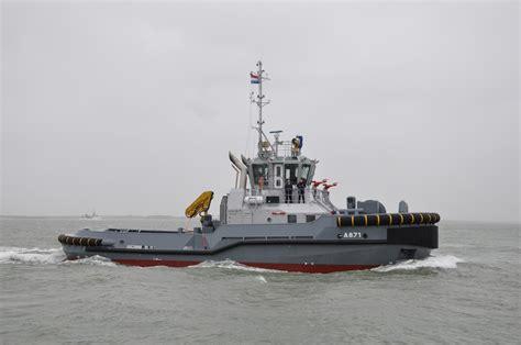 conventionele sleepboot koninklijke marine meer power met hybride sleepboten de