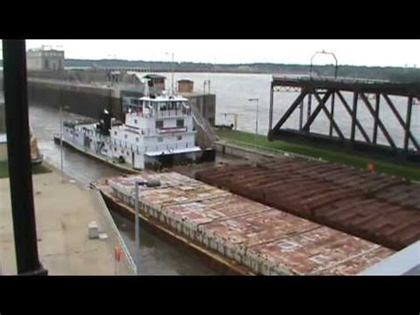 towboat hits vicksburg bridge boat flips barge doovi