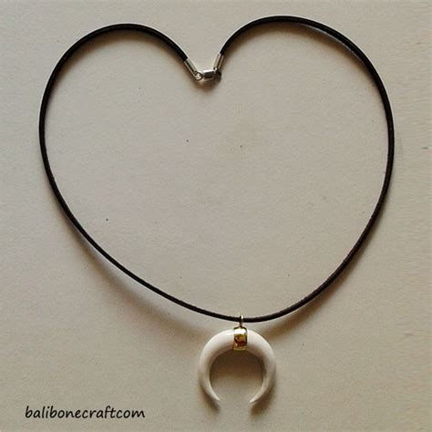 Kalung Ethnic Ukiran bone pendant and necklace