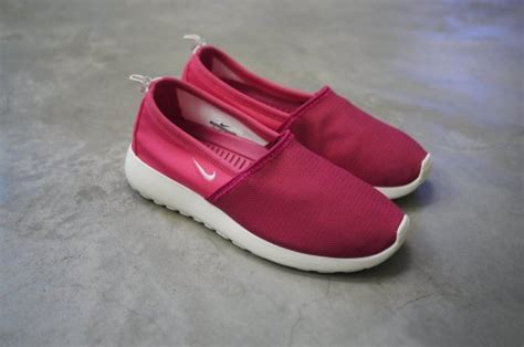 Sepatu Nike Roshe Run Slip On Go Pink Running modern notoriety daily sneaker news and release dates