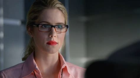 felicity smoak actress arrow emily bett rickards on felicity s evolution in