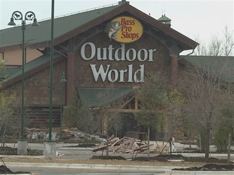 bass pro donated boats to houston bass pro shops donate more than 80 boats for harvey rescue