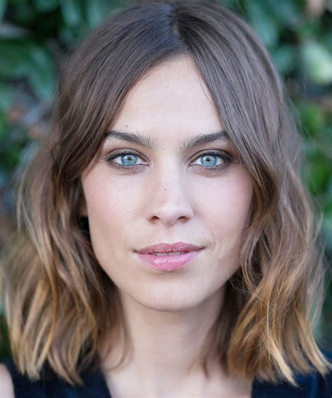 alexa secrets how to get alexa chung s signature tousled waves instyle com