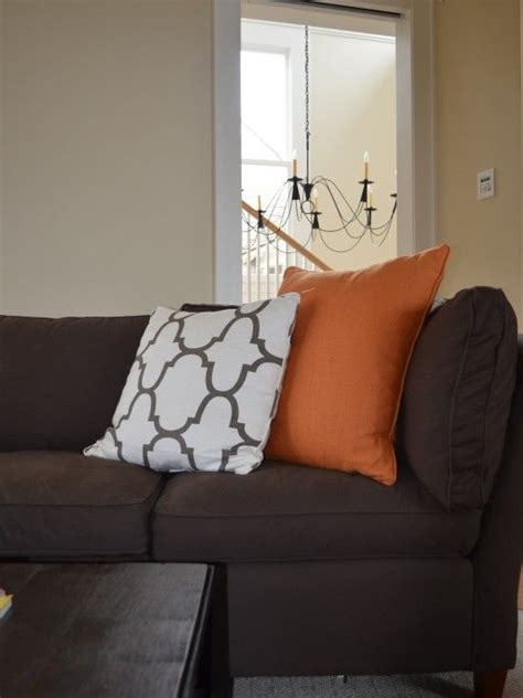 cushion ideas for brown sofa 1000 images about accent colors for my brown couch on