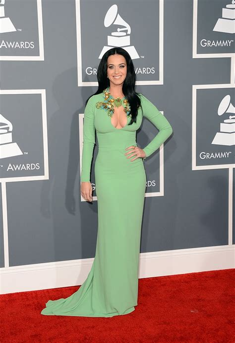 goes at the grammys katy perry pictures in green gucci dress at 2013 grammys