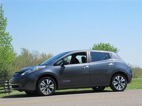new nissan leaf 2013 nissan leaf driven through tennessee countryside