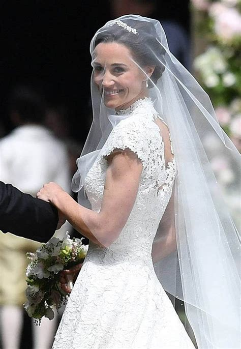 hochzeitskleid pippa middleton pippa middleton wedding dress giles deacon dress the