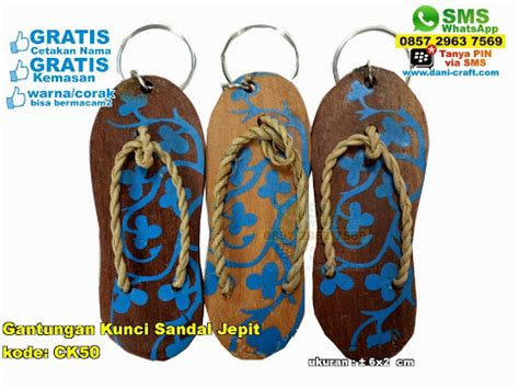 Souvenir Gantungan Kunci Sendal Jepit gantungan kunci sandal jepit souvenir pernikahan