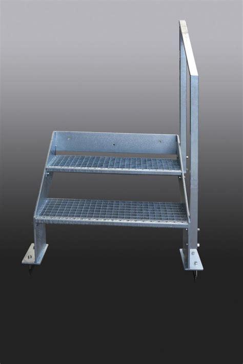 kleine treppe aus feuerverzinktem stahl mit gitterroststufen - Kleine Treppe