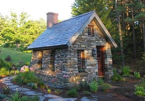 Cottage Tiny House a little cottage is so snug picmia