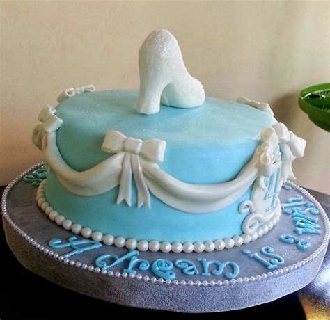 cinderella slipper cake tickled pink cakes cinderella s slipper cake
