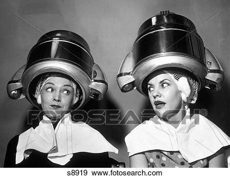 tipi di sedere femminile archivio fotografico 1950s due donne sedere insieme