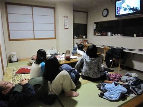 asian family watching tv together in living room this is ryokan shibaya in kanazawa japanese style hostel 201201