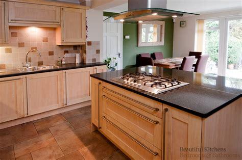 maple kitchen  island hob bkbb kitchen design