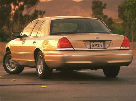 1999 ford crown victoria overview cars com