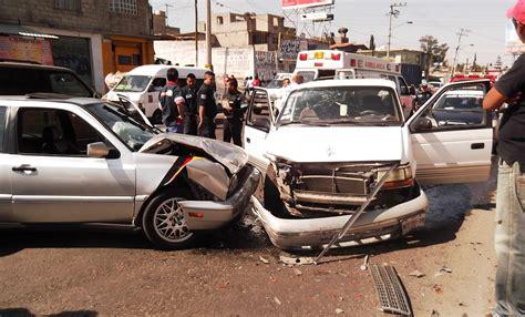 imagenes impresionantes de accidentes chocan de frente dos autos sobre la insurgentes una