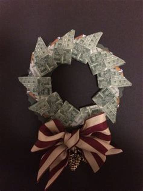 Money Origami Wreath - 1000 images about oragamis with bills on