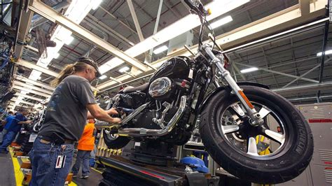 Harley Davidson Kansas City Plant by 9 Great American Factory Tours Cnn