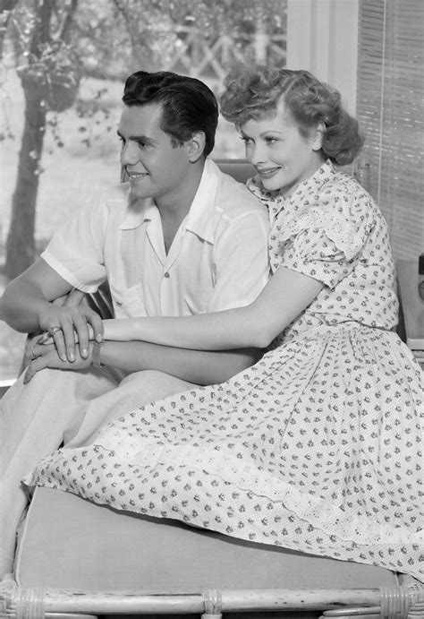 lucy ball and desi arnaz desi arnaz and lucille ball 1940s paparazzi pinterest