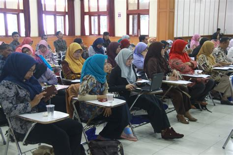 fakultas desain komunikasi visual universitas widyatama fakultas bahasa universitas widyatama selenggarakan forum