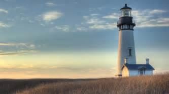 yaquina lighthouse as the sun goes