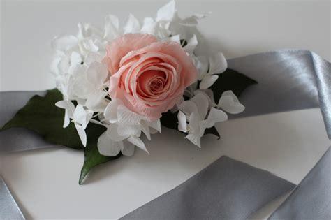 fiori stabilizzati come fare tutorial bracciale di fiori fa da te per damigella unadonna