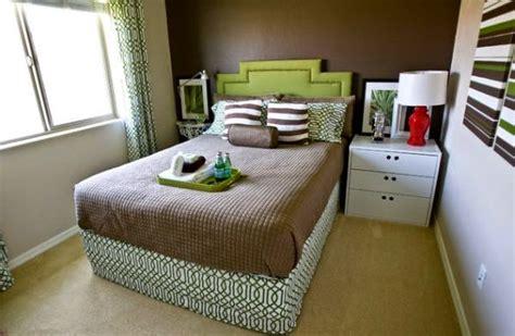 colors for small bedrooms 70 desain kamar tidur sempit minimalis sederhana