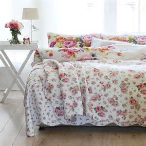 Floral Bedroom Ideas Create A Country Cottage Bedroom Without Breaking The Bank
