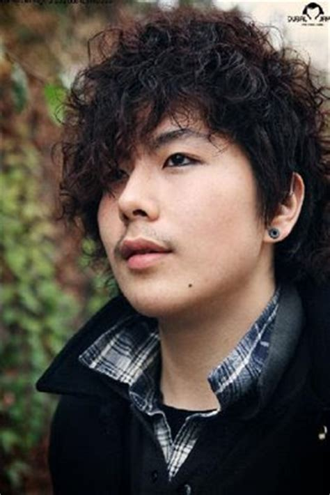 emo hairstyles for curly hair guys emo hairstyles for guys with curly hair