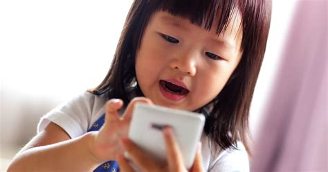 computer kids does your child need a digital detox computer vision syndrome and children allaboutvision com