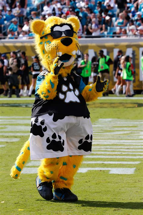 jacksonville jaguars mascot only jaguars mascot in team history retires after 19 years