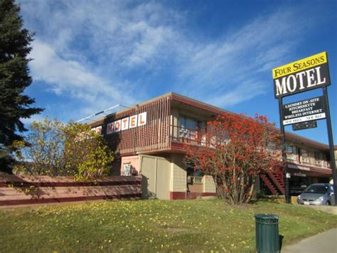 four seasons motor inn fort st canada motel