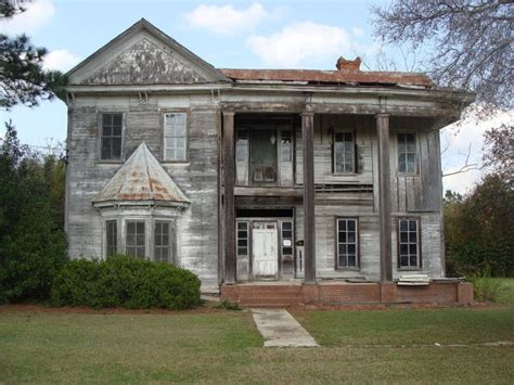 buying an old house 25 best ideas about old abandoned houses on pinterest