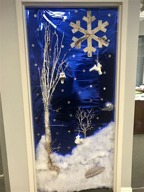 winter hallway decorations best 25 office decorating themes ideas on whoville office