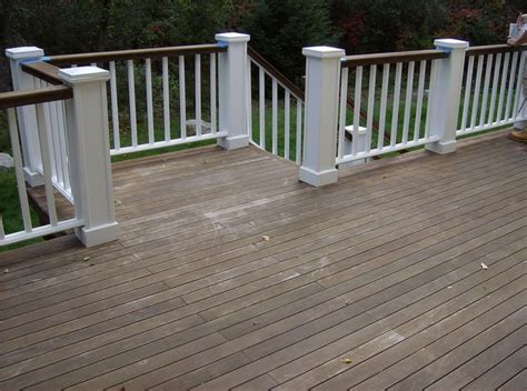 the idea of painting top railing slightly darker color than deck paint the to my