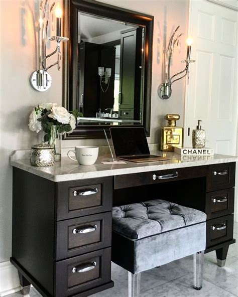 Bathroom Cabinets With Makeup Vanity 25 Best Ideas About Modern Makeup Vanity On Pinterest Dressing Tables Modern Vanity Table
