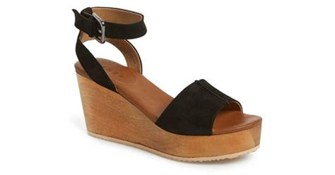 hinge aimee wooden platform wedge sandal in black lyst