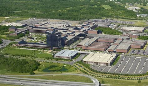where is chrysler headquarters the shoppes of chrysler chrysler headquarters to be
