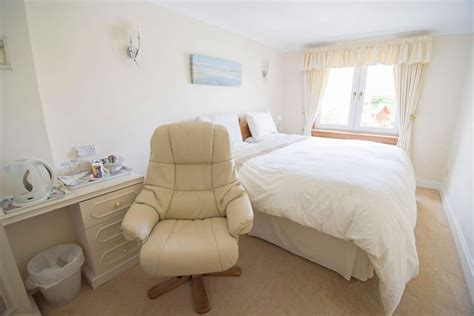 that provide room and board bed and breakfast rooms near edinburgh airport