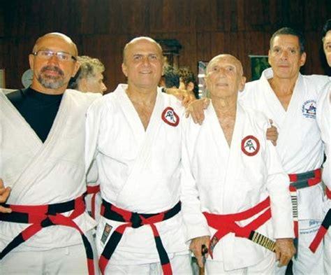 Tshirt Grace Jiu Jitsu tying your jiu jitsu belt the school gracie way